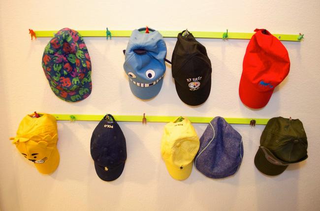 Giá treo mũ cho bé từ những chú khủng long cũ