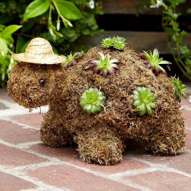 chú rùa bằng rơm là phụ kiện trang trí sân vườn đáng yêu