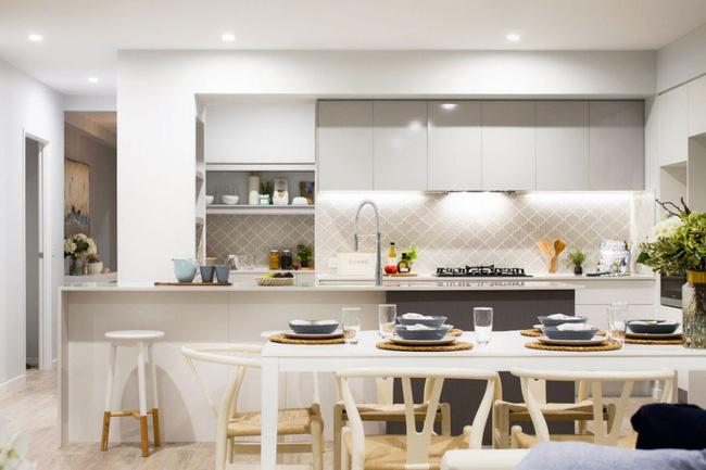 Thiết kế phòng bếp, nếu không thể tận dụng được nguồn sáng tự nhiên