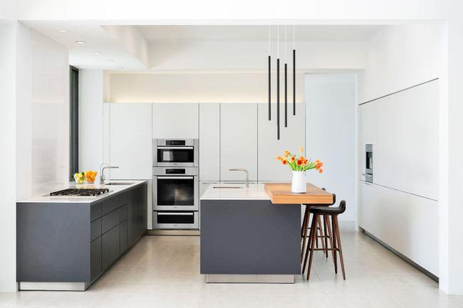 sự kết hợp tuyệt vời giữa hai gam màu trắng và xám trong thiết kế phòng bếp.