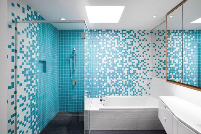 mẫu phòng tắm - không gian ngập trong hai gam màu xanh – trắng tươi mát.