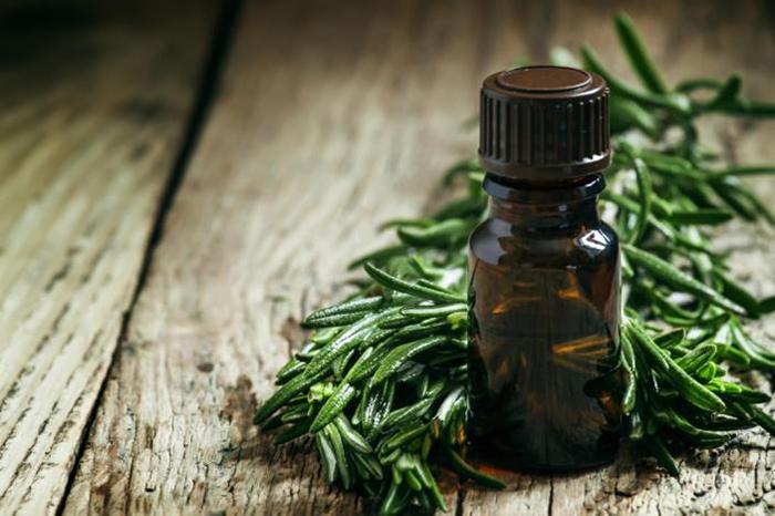 Tinh dầu trà xanh giúp loại bỏ cặn xà phòng hiệu quả
