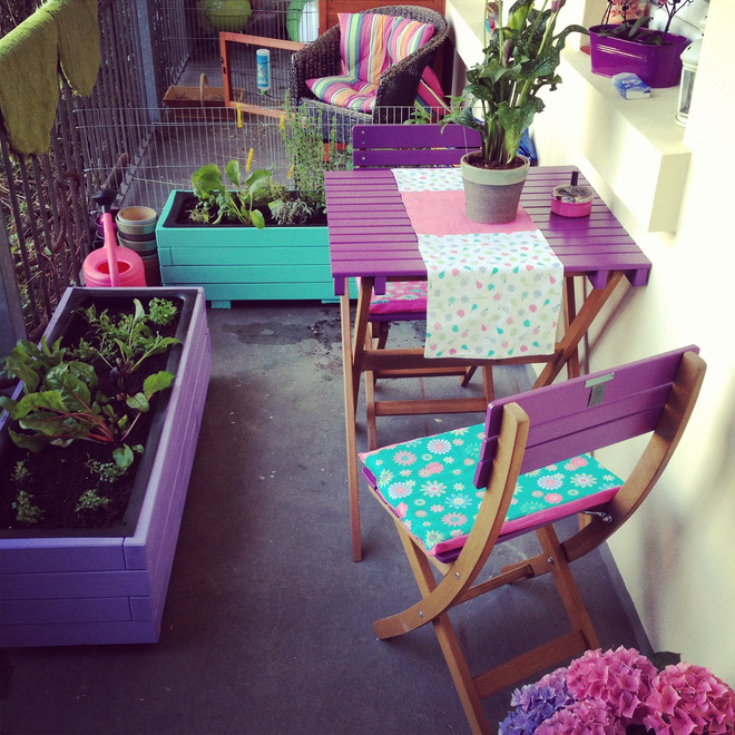 Small balcony full of brilliant colors 4