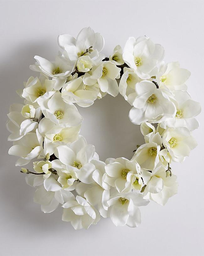 Nhà đẹp hút hồn với cách trang trí cửa ra vào bằng vòng hoa 1