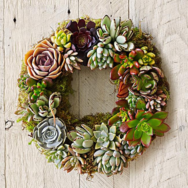 Nhà đẹp hút hồn với cách trang trí cửa ra vào bằng vòng hoa 10