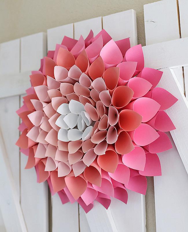 Nhà đẹp hút hồn với cách trang trí cửa ra vào bằng vòng hoa 13
