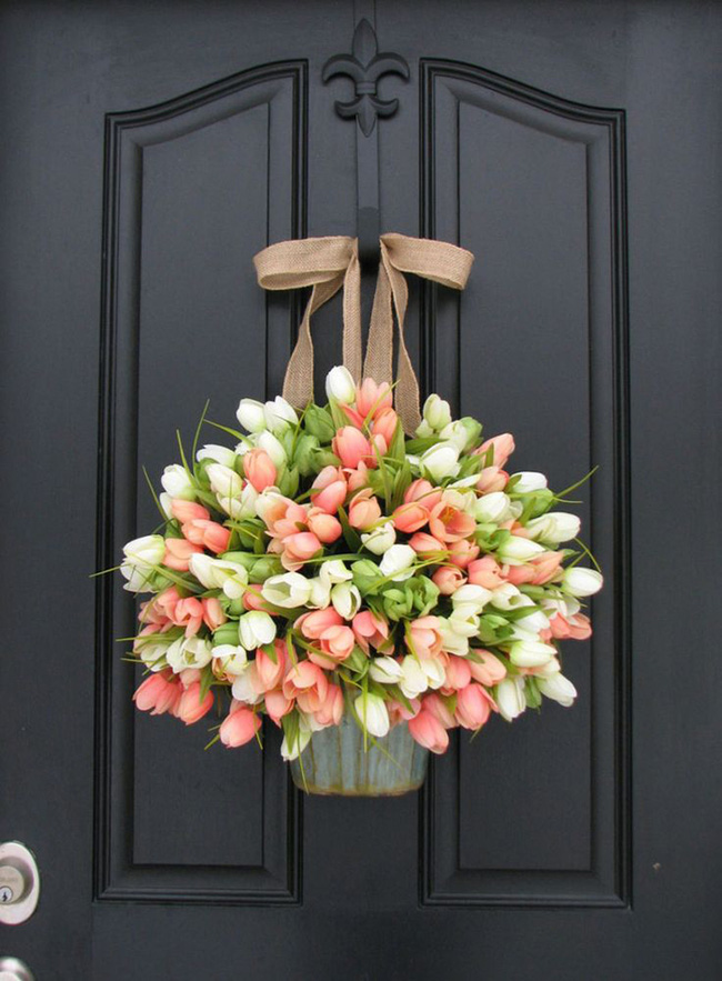 Nhà đẹp hút hồn với cách trang trí cửa ra vào bằng vòng hoa 6