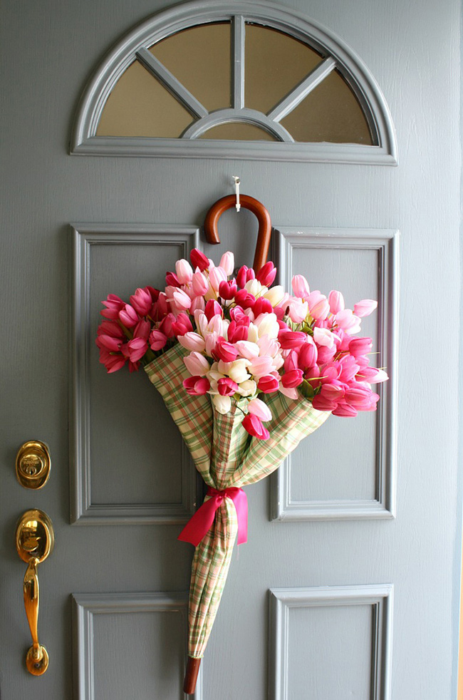 Nhà đẹp hút hồn với cách trang trí cửa ra vào bằng vòng hoa 7