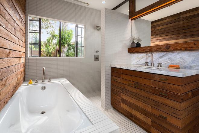 Những mẫu phòng tắm gỗ khiến bạn xao xuyến ngay khi đặt chân vào11