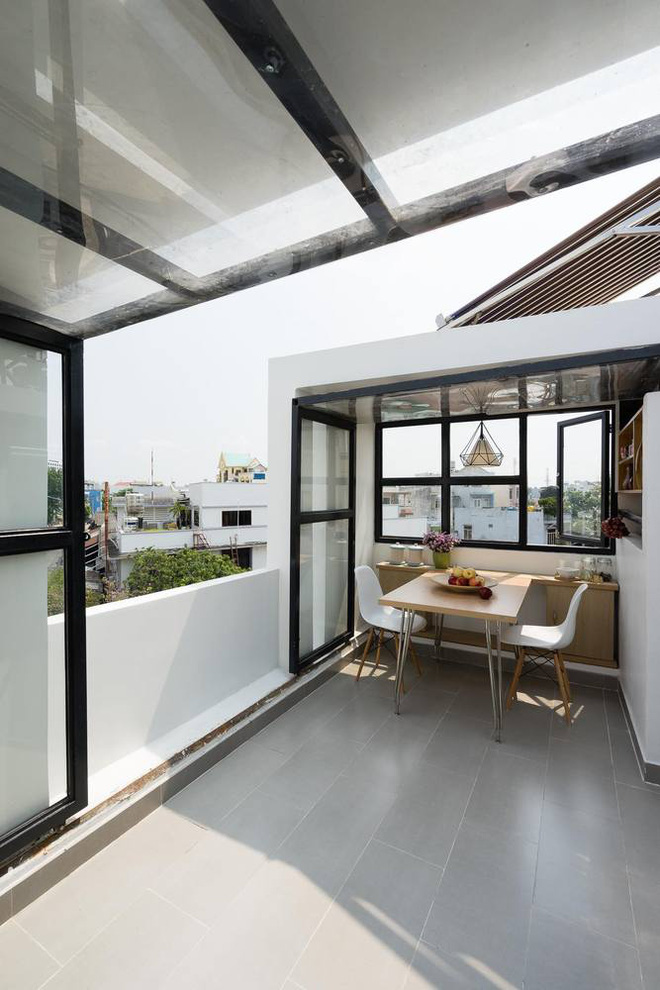 Although only 27 m2 but beautiful and angular house in Go Vap space dining on the terrace