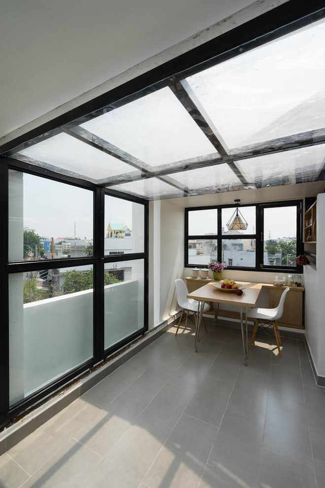 Although only 27 m2 but beautiful and angular house in Go Vap district roof terrace glass