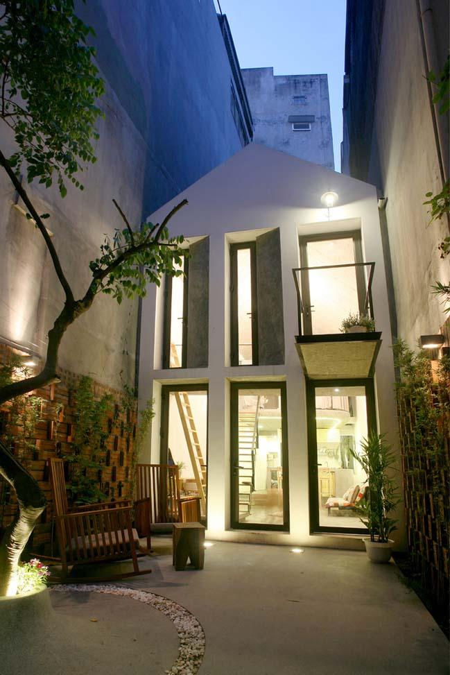 Thiết kế nhà phố 2 tầng với cổng rào gạch thô ở Hà Nội (16)