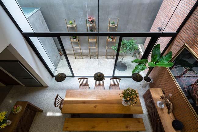 Thiết kế nhà phố 4 tầng với mặt tiền gạch đỏ ở Sài Gòn (7)