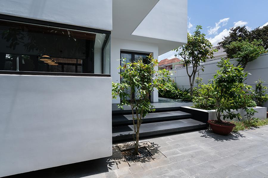 2-facade block mansion impressive view 3 view wind direction garden
