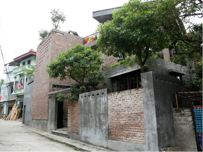 Nhà phố 2 tầng không sơn trát ở Vĩnh Phúc (1)