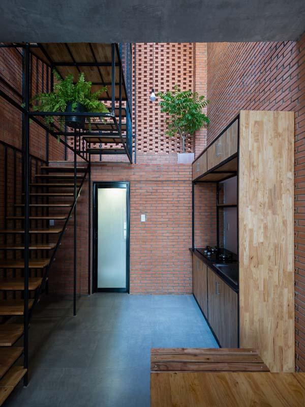 Thiết kế nhà phố 3 tầng với mặt tiền gạch mộc ở Bình Tân, TP HCM (10)