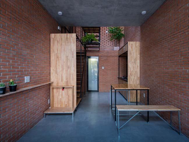 Thiết kế nhà phố 3 tầng với mặt tiền gạch mộc ở Bình Tân, TP HCM (8)