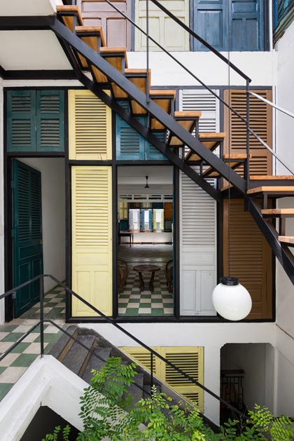 Nhà phố 60 m2 với những cánh cửa chớp sắc màu ở Sài Gòn (11)