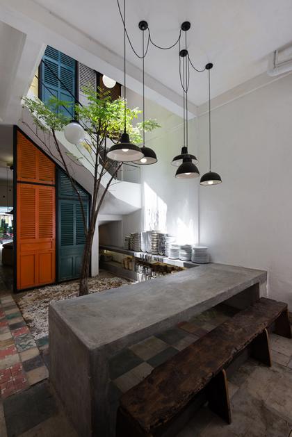 Nhà phố 60 m2 với những cánh cửa chớp sắc màu ở Sài Gòn (3)