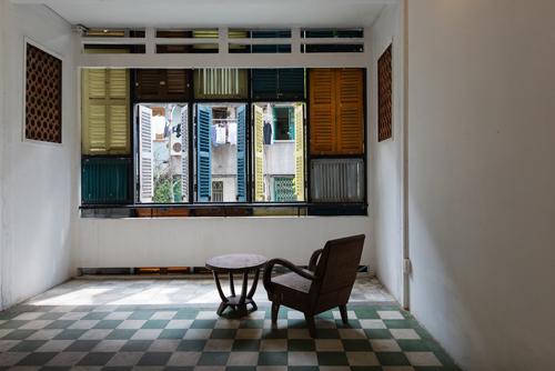 Nhà phố 60 m2 với những cánh cửa chớp sắc màu ở Sài Gòn (8)