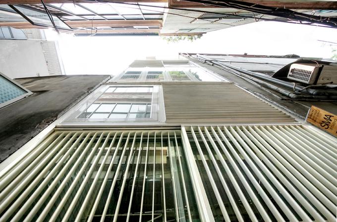 Nhà phố 2 tầng bằng thép tôn ở Hà Nội (1)