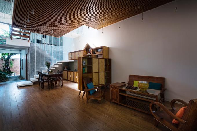 Nhà phố 3 tầng ở Nha Trang có mặt tiền dạng rèm che nắng bằng lưới thép (5)