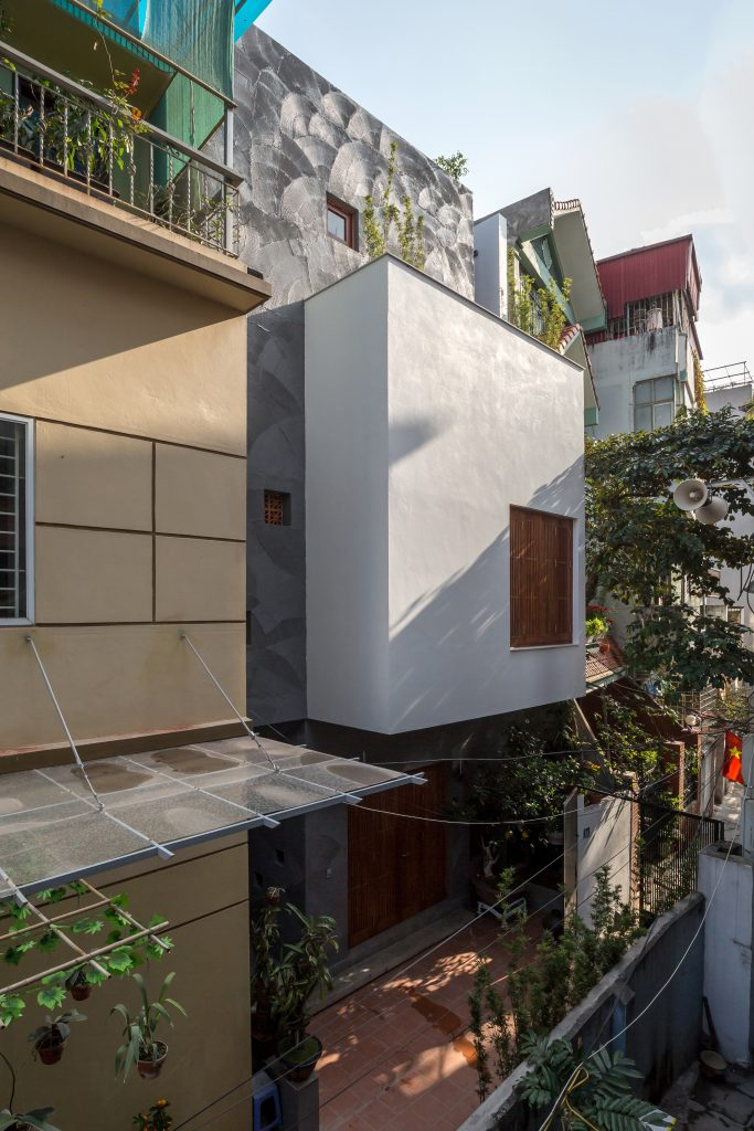 Renovation of 30 years old townhouse in Lac Long Quan, Cau Giay District, Hanoi (1)