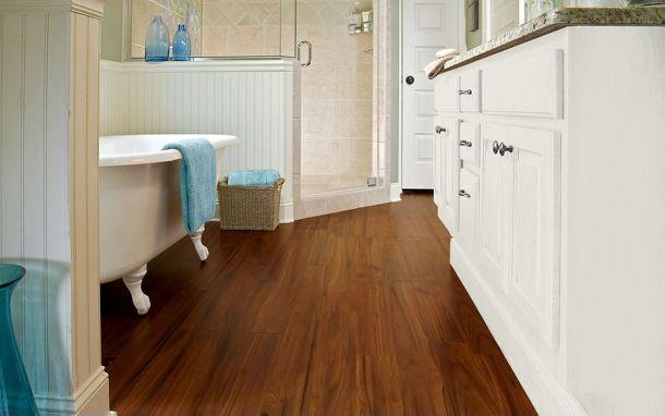 Sàn gỗ Laminate lót sàn phòng tắm
