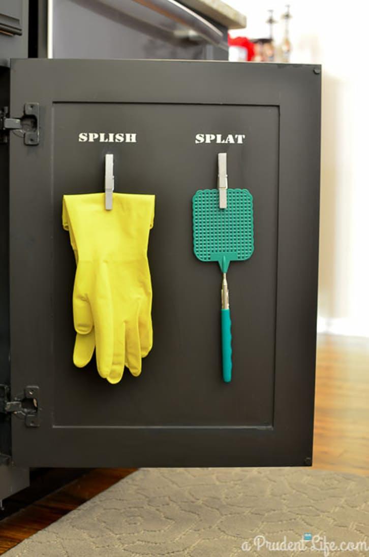 9 mẹo tận dụng cánh cửa tủ bếp lưu trữ đồ đạc tiện ích (10)