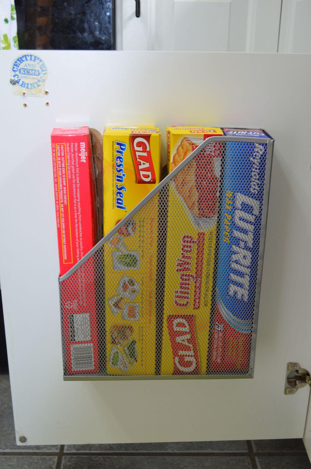 9 mẹo tận dụng cánh cửa tủ bếp lưu trữ đồ đạc tiện ích (3)