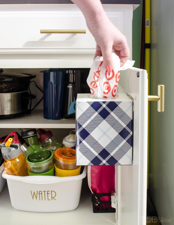 9 mẹo tận dụng cánh cửa tủ bếp lưu trữ đồ đạc tiện ích (5)