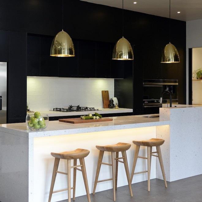 16 thiết kế phòng bếp đẹp với hai gam màu đen trắng (4)