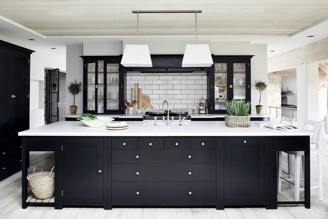 16 thiết kế phòng bếp đẹp với hai gam màu đen trắng (5)