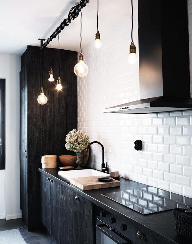 16 thiết kế phòng bếp đẹp với hai gam màu đen trắng (6)