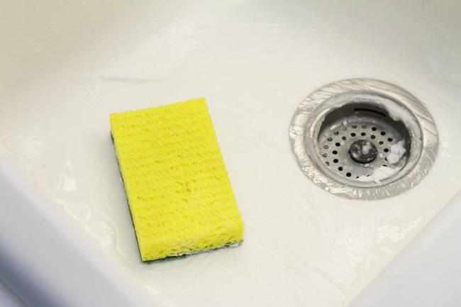 Hướng dẫn cách vệ sinh bồn rửa bát bằng các nguyên liệu tự nhiên (3)