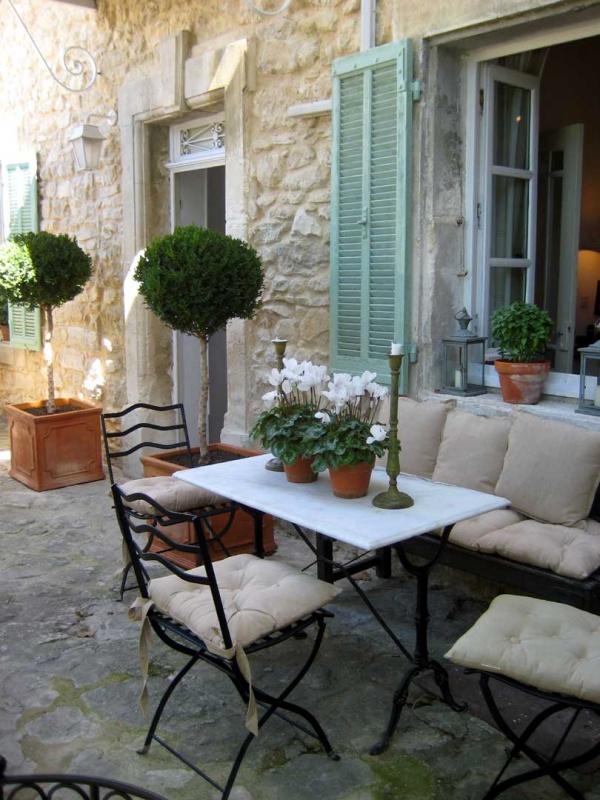 15 thiết kế sân vườn ứng dụng phong cách đồng quê Pháp (1)