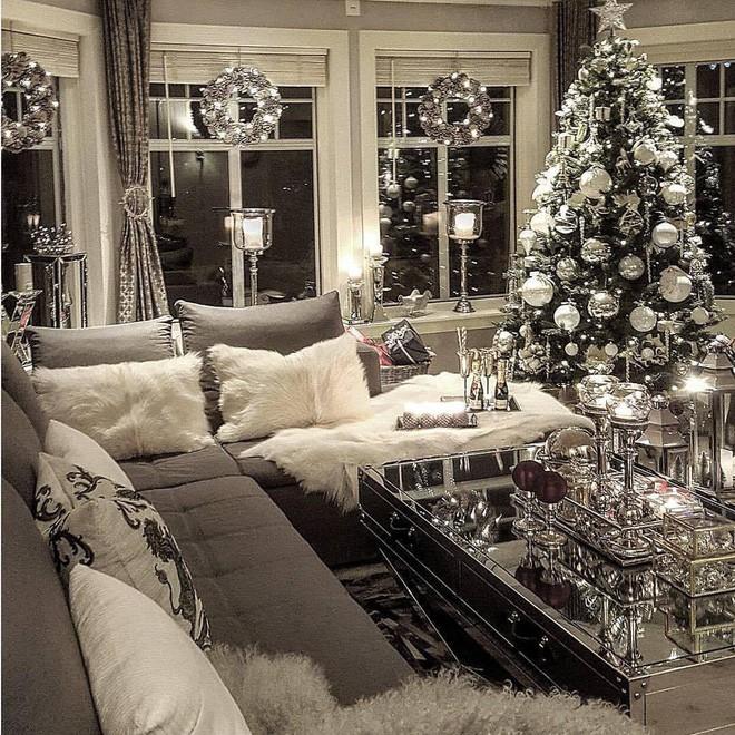 Trang trí noel phòng khách sang chảnh vô cùng trong mùa đông
