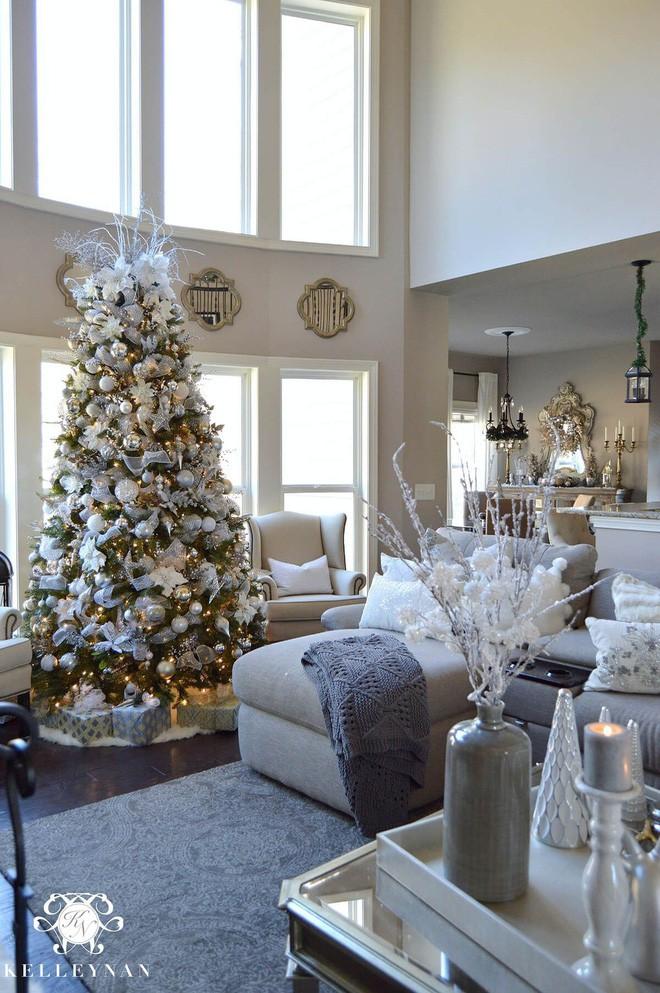 đèn LED nhấp nháy để gia tăng độ lung linh để trang trí noel cho phòng khách mùa đông