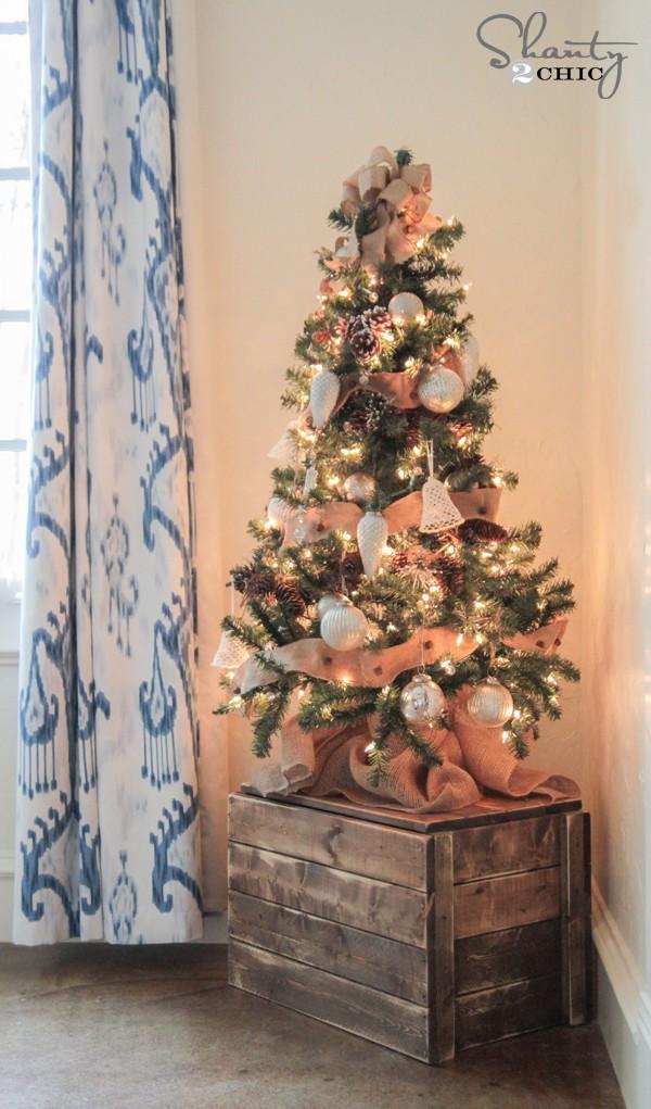 Đặt cây thông Noel mini này ở góc phòng