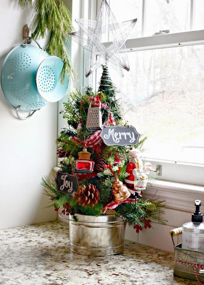 17 gợi ý trang trí cây thông Noel mini siêu cấp dễ thương - Nhà Đẹp Số (9)
