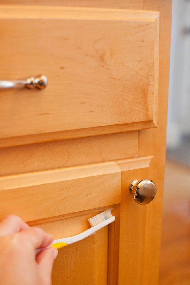 5 bước làm sạch tủ bếp gỗ hiệu quả - Nhà Đẹp Số (4)