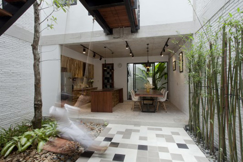 Minimalist street house on the outskirts of Saigon is praised for its green design - Beautiful House (2)