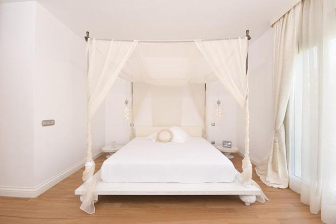 Không gian phòng ngủ thêm thơ mộng nhờ kiểu giường canopy - Nhà Đẹp Số (14)