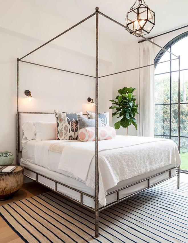 Không gian phòng ngủ thêm thơ mộng nhờ kiểu giường canopy - Nhà Đẹp Số (3)