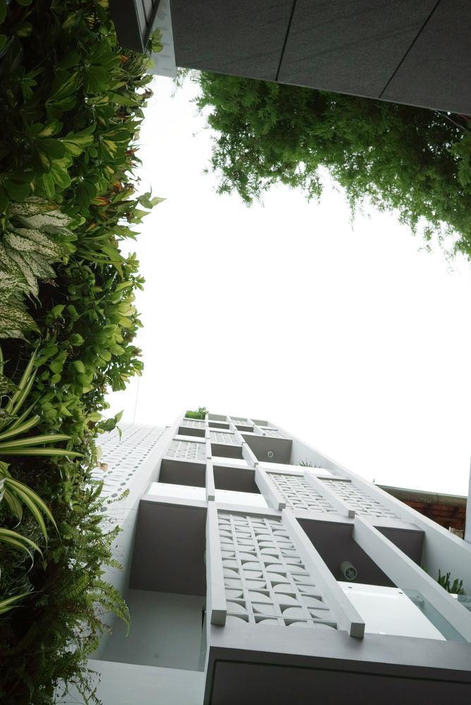 Ngôi nhà ống 7 tầng với thiết kế mặt tiền độc đáo ở Sài Gòn - Nhà Đẹp Số (2)