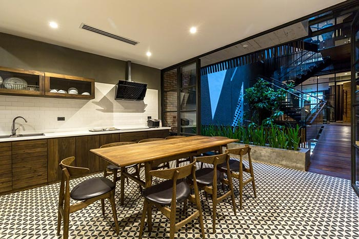 4-storey townhouse design in Hanoi - where the beauties of old things throne - The Beautiful House (17)