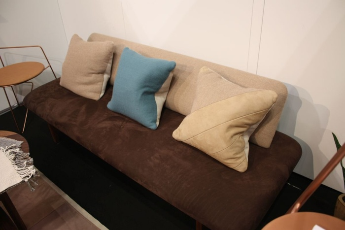 The principles when placing a sofa in the living room - Beautiful House Number (4)