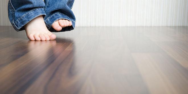 Cách làm sạch sàn gỗ cực hiệu quả lại đơn giản dễ làm - Nhà Đẹp Số (1)