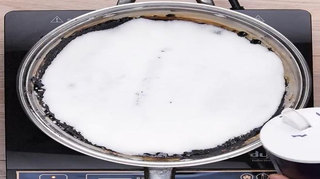 Mách nước mẹo vặt làm sạch nồi, chảo cháy đen bằng muối ăn - Nhà Đẹp Số (1)