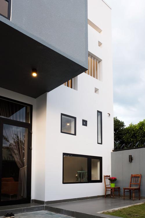 Mặt tiền nhà ống 2 tầng nhiều cửa sổ đủ kích cỡ ở Buôn Ma Thuột - Nhà Đẹp Số (3)